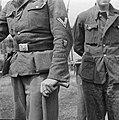 Man in het uniform van het Freiwilligen Legion Niederlande, Bestanddeelnr 900-3412.jpg