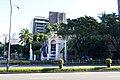Manila, makati, fontana del de peninsula.jpg