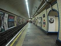 Manor House tube station 001.jpg