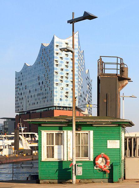 File:Matthias Suessen Wasserschloss (Hamburg)-6138.jpg