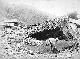 1896 Sanriku earthquake - Houses heavily damaged by the earthquake