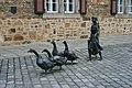 Melsungen-Gänsemagdskulptur-1-Bubo.jpg