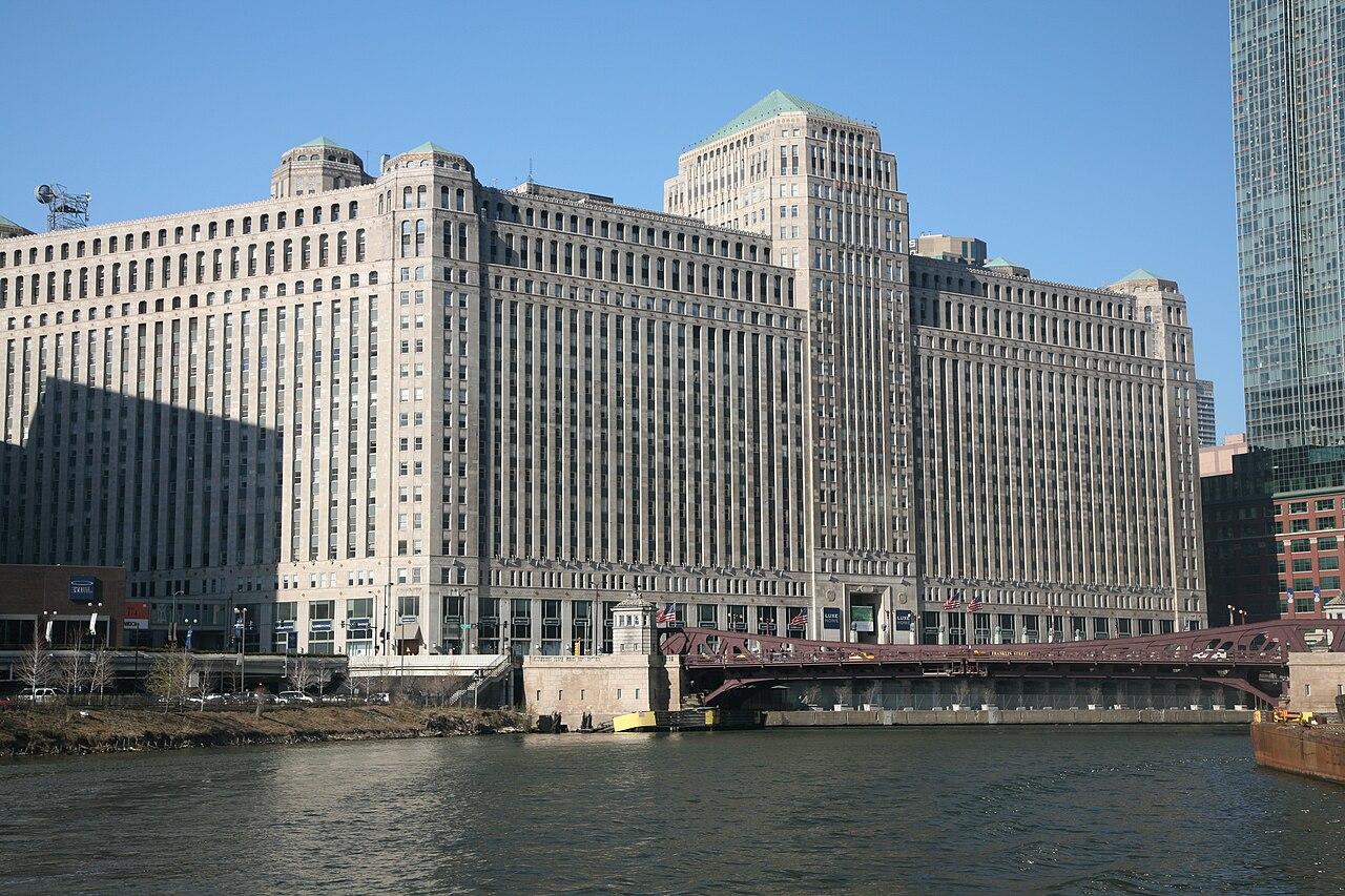 Groundscraper: The long building architecture