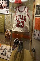 b9314d4a45da4 Tenue de Michael Jordan au musée des Bulls de Chicago.