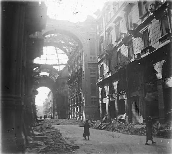 Milano, Galleria Vittorio Emanuele II (bombardata) 02