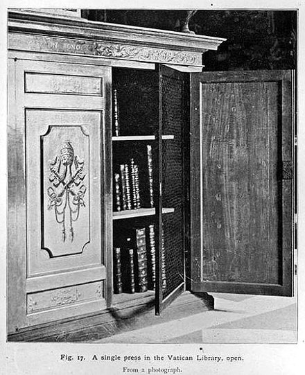 Bookcase in the Vatican Library Milkau Biblioteca Vaticana - Bucherschrank 279-2.jpg