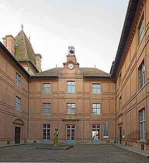Musée Ingres - Courtyard