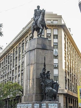 Avenida Presidente Julio Argentino Roca - Image: Monumento al General Julio Argentino Roca