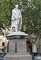 Monumento celebrativo ad Alfieri (platani).jpg