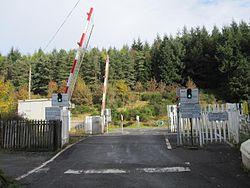 Moulinearn Level crossing (8125807971).jpg