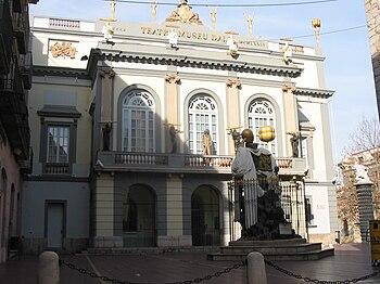 English: Theater-Musuem Salvador Dali , Figuer...