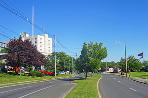 New York State Route 17M - Fulton Avenue parkway in Middletown