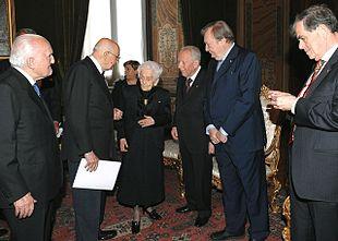 Carlo Rubbia in compagnia di Giorgio Napolitano, Oscar Luigi Scalfaro, Carlo Azeglio Ciampi, Aaron Ciechanover e Rita Levi-Montalcini nel 2009, in occasione del centesimo compleanno della scienziata.