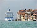 Navire de croisière dans le canal de la Giudecca (Venise) (6156556391).jpg