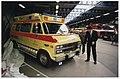 Nieuwe ambulances van de GGD op de uitrukplaats aan de Zijlweg. Voor de auto wethouder van volgsgezondheid, M.C. de Vries. NL-HlmNHA 54036448.JPG