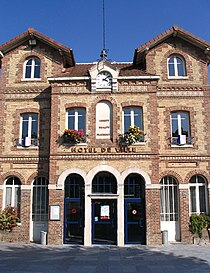 Noisiel - Town Hall - 3.jpg