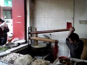 Файл:Noodle making in Peng Zhou.ogv
