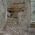 Noordoostelijke toren, noordoost hoek, begane grond met ingestorte oven. Links- venster in oostwand - Nederhemert-Zuid - 20340519 - RCE.jpg