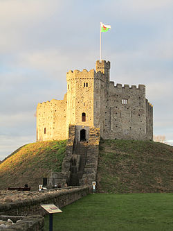 Norman keep cardiff castle.jpg