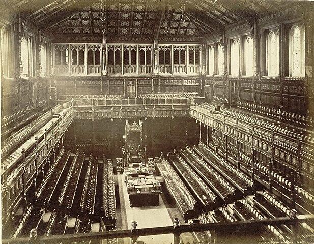 [Bild: 617px-Old_House_of_Commons_chamber%2C_F....Stuart.jpg]