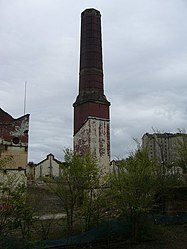 Old chimney stack, Shrub Place (geograph 1839314).jpg