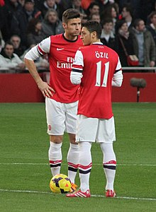 230707ae3 Özil and Olivier Giroud before kick-off against Southampton on 23 November  2013
