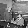 Opdracht Uitgeverij Bruna te Utrecht, Georges Simenon bij aankomst Schiphol, Bestanddeelnr 917-7523.jpg