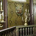 Oranjezaal vóór de restauratie- omgang lantaarn, wanddetail met wapen - 's-Gravenhage - 20418293 - RCE.jpg
