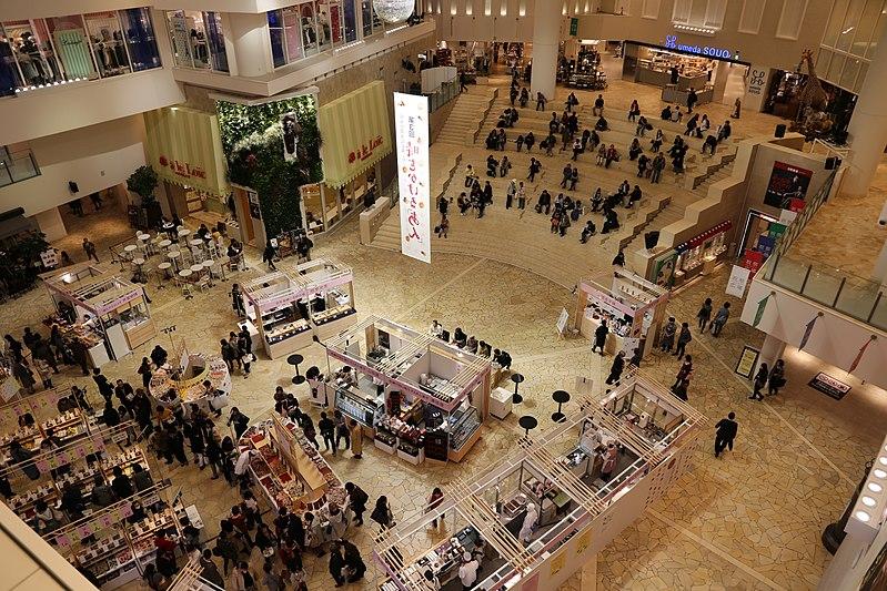 File:Osaka, grande magazzino hankyu 02.jpg