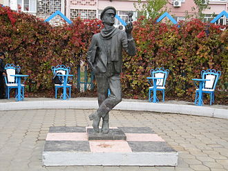 Picaresque novel - Statue of Ostap Bender in Elista
