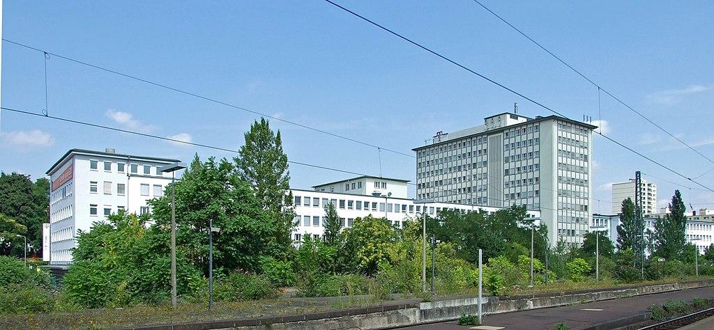1024px-Ostbahnhof-innen-ffm030.jpg