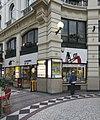 Overzicht winkelpui op de hoek bij het middenplein - 's-Gravenhage - 20335443 - RCE.jpg