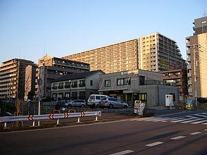 日本語: 紙敷の大規模マンション(2007年).