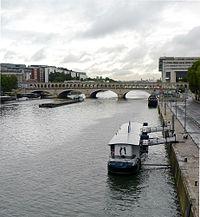 P1040733 Paris XII pont et port de Bercy rwk.jpg