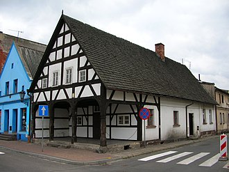 Poniec - Poniec: an old house in the market square