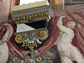 Palazzo capponi-vettori, salone poccetti, capitello con stemma capponi.JPG