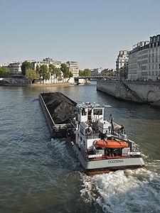 Paris 75004 Pont Saint-Louis remote view 20110419 barge Occitania.jpg