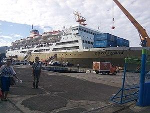 Pelni - Image: Pelni KM Dorolonda Port Bitung