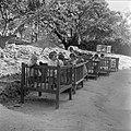 Peuters in een box bij de kinderopvang van kibboets Kiwath Brenner, Bestanddeelnr 255-0564.jpg