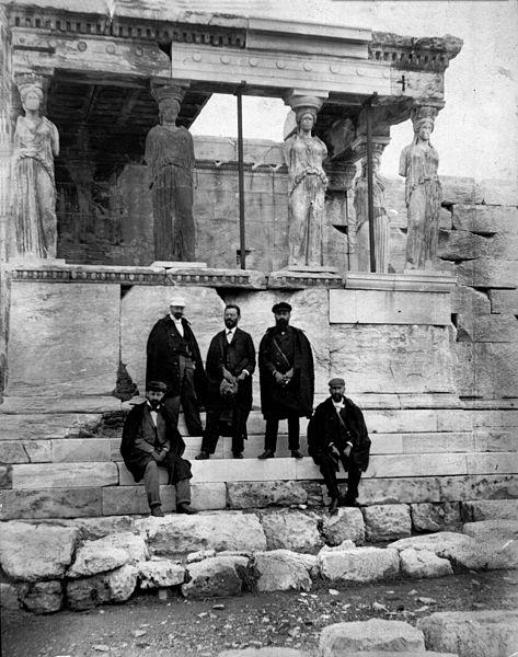 הרצל וחברי המשלחת באקרופוליס שבאתונה