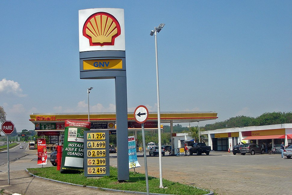 Piracicaba 10 2008 151 Gast station selling four fuels.jpg