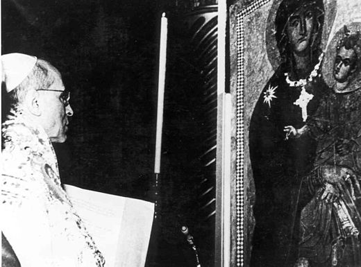 Coronation of the Salus Populi Romani icon in Rome by Pope Pius XII in 1954, in association with his announcement of new Marian feast for the Queenship of Mary. PiusXIISaluspopuli.jpg