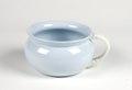 Potta från 1900-talet gjord av flintporslin med ljusblå glasyr och vitt handtag - Skoklosters slott - 95293.tif