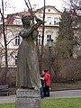 Praha, Malá Strana, Klárov, Dívka s holubicí 02.jpg