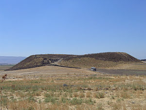 Tell Qarqur - The upper mound of Tell Qarqur as seen from the northern, lower mound