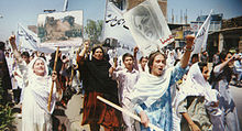 220px-RAWA_protest_rally_against_Taliban_in_Peshawar_April28-1998 dans Attentats