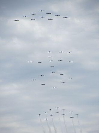 Van's Aircraft - Formation flight of 40 Van's Aircraft
