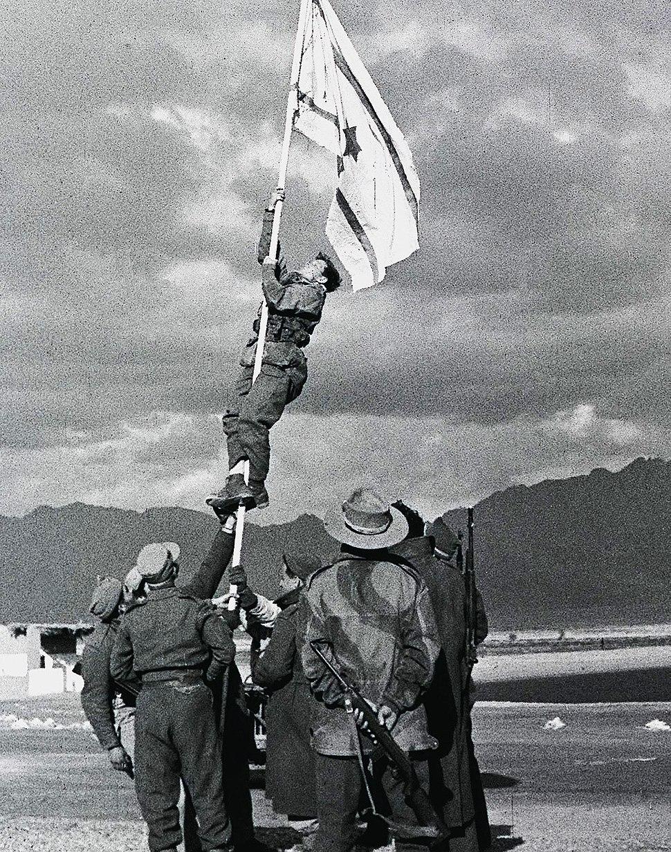 Raising the Ink Flag at Umm Rashrash (cropped)