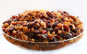 English: Raisins. Français : Raisins secs. Рус...