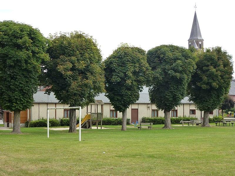 Renneville (Ardennes) salle des fêtes, construction commencé par des soldats français en 14-18 et terminé par des soldats allemands en 1940
